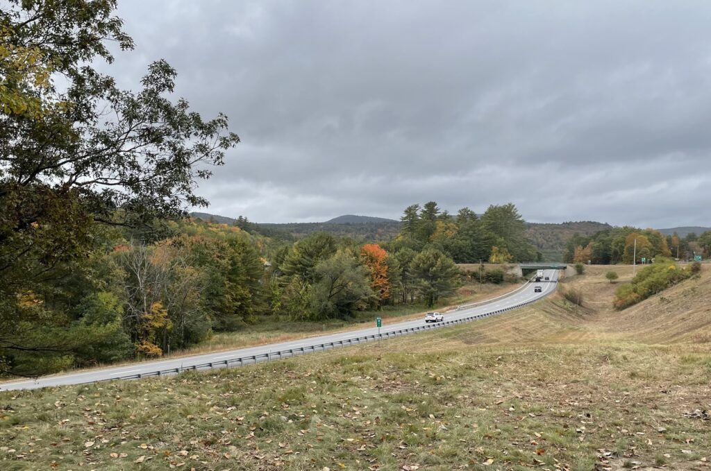 A view of the highway during foliage season